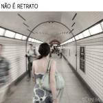 andando, caminhando, Chicago, metrô, mulher, panning, seguindo, street photography, túnel, diferença entre fotografia e retrato, diferenças entre fotografia e retrato, fotografia, retrato